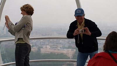 Turisté na London Eye