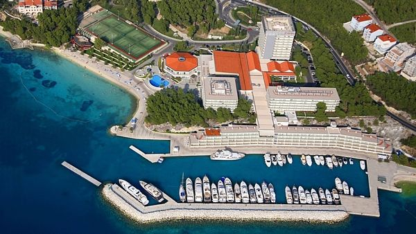 Grand Hotel Lav a přístav Grand Marina ve Splitu