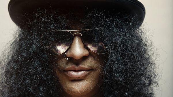 Slash na aktuální fotografii k albu World on Fire