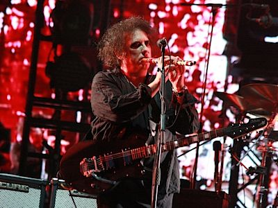 The Cure offered a long concert.