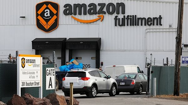Distribuční centrum Amazonu v Massachusetts