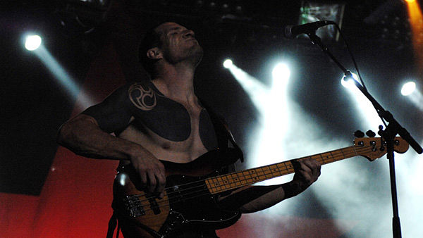 Baskytarista RATM Tim Commerford