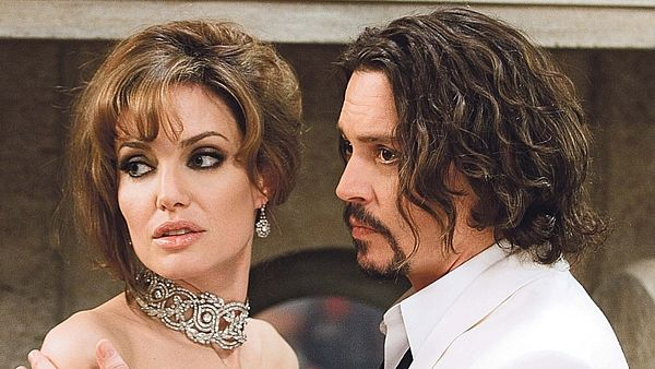 Angelina Jolie a Johnny Depp ve filmu Cizinec