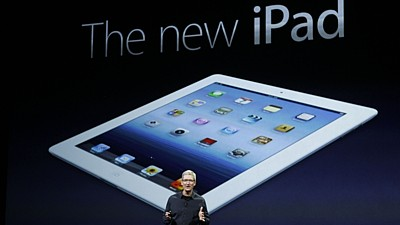 Šéf Apple Tim Cook a iPad 3