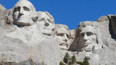 Prezidentské hlavy v masivu Mount Rushmore - zleva George Washington, Thomas Jefferson, Theodor Roosevelt a Abraham Lincoln.