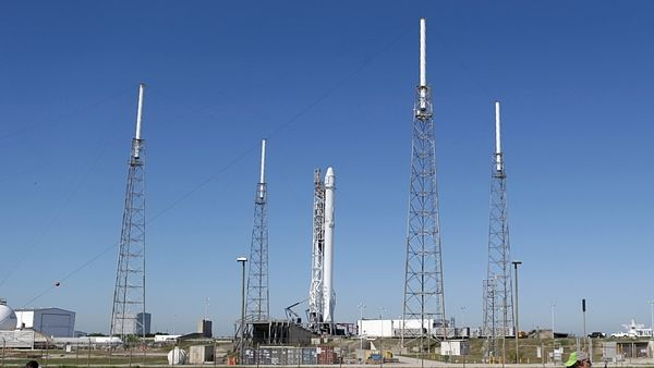 SpaceX Falcon 9 před startem