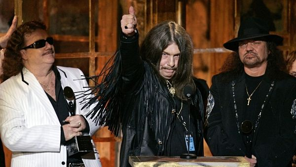Zleva: Billy Powell, Bob Burns a Gary Rossington ze skupiny Lynyrd Skynyrd