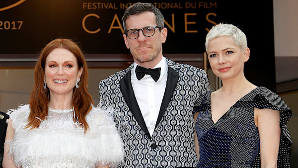 Film Wonderstrucks v Cannes představili (zleva) Julianne Moore, scenárista Brian Selznick a Michelle Williams.