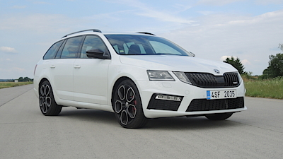 The front lights of the latest Skoda Octavia renaissance are controversial. RS in the picture 245