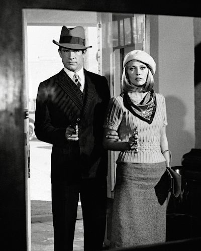 Ve filmu Bonnie a Clyde (1968) Warren Beatty po boku krásné Faye Dunawayové