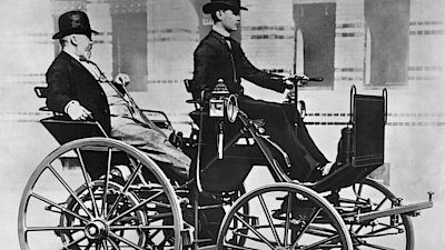 Gottlieb Daimler has been driving on the back seat of one of the first cars. Behind the wheel was his son Adolf.