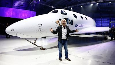 Richard Branson se svým raketoplánem Virgin Space Ship Unity