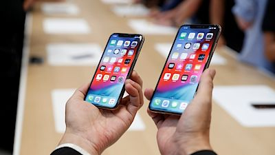 Zleva: iPhone XS a XS Max