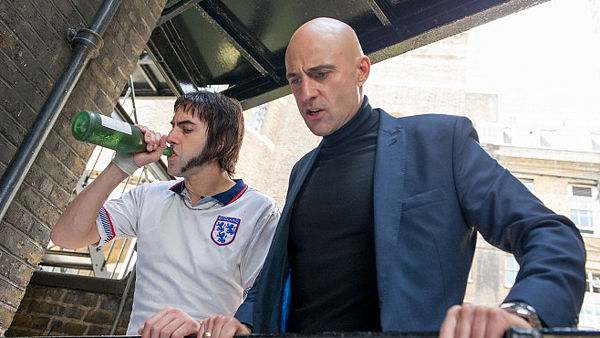 Sacha Baron Cohen a Mark Strong