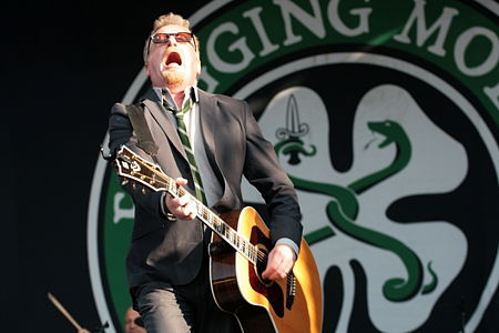 Zpěvák Flogging Molly Dave King