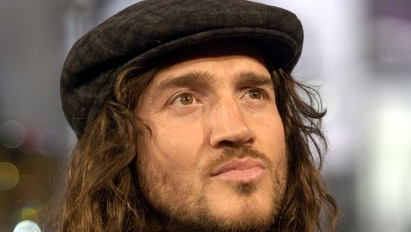 John Frusciante býval kytaristou Red Hot Chili Peppers.
