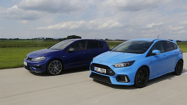 Volkswagen Golf R a Ford Focus RS