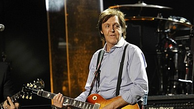 Paul McCartney hraje na cenách Grammy