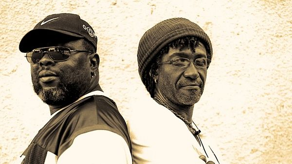 "Zleva: Robert ""Robbie"" Shakespeare a Lowell ""Sly"" Dunbar tvoří formaci Sly And Robbie."