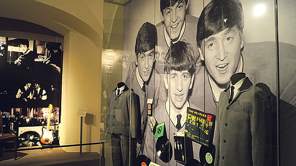 To jsou oni – John, Paul, George a Ringo ze skupiny The Beatles.