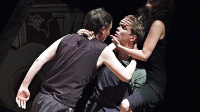 Robert Mikluš (Banquo), Jakub Šmíd (Macbeth) a Eva Vrbková (Lady Macbeth) v inscenaci Smím prosit, Lady? Macbeth